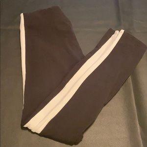 Black leggings with white sides